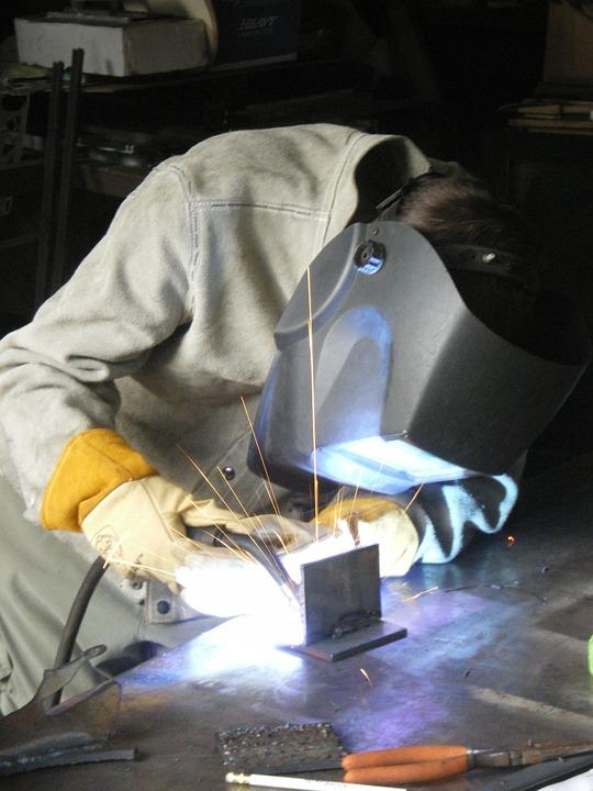 Why Using a Local Metal Fabrication Shop Is a Must